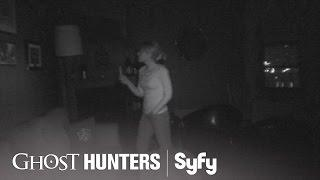 GHOST HUNTERS (Clips) | 'Faceless Painting' | Syfy