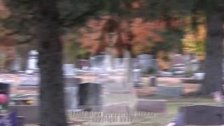 REAL or FAKE? Ghost Girl Filmed in Graveyard | ¿Real o falso? Ghost Girl filmada en el cementerio