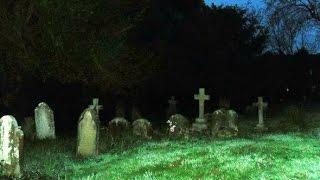 Οπτασιες σε νεκροταφείο ;;